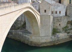 Famosa ponte reconstruida em Mostar