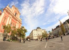 Igreja Franciscana com praça Preseren