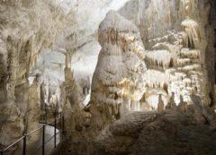 A incrível caverna de Postojna